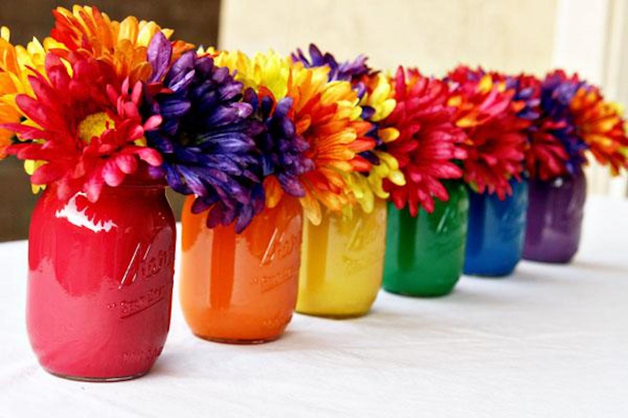 2013-05-27-coppola_diy_mason_jar_centerpiece_decoration-1